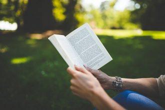 קריאת ספרים באנגלית
